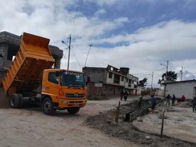 CONSTRUCCIÓN DE ALCANTARILLADO EN LA COMUNIDAD DE CHIQUICAZ